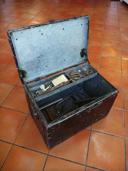 vintage tool box, flamingsteel.com, steel sculpture, steel art, roy mackey